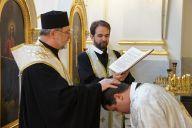 Поставлення у чин свіченосця, читця, співця та іподиякона (2)